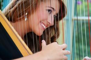 Caitlin Mehrtins, harp